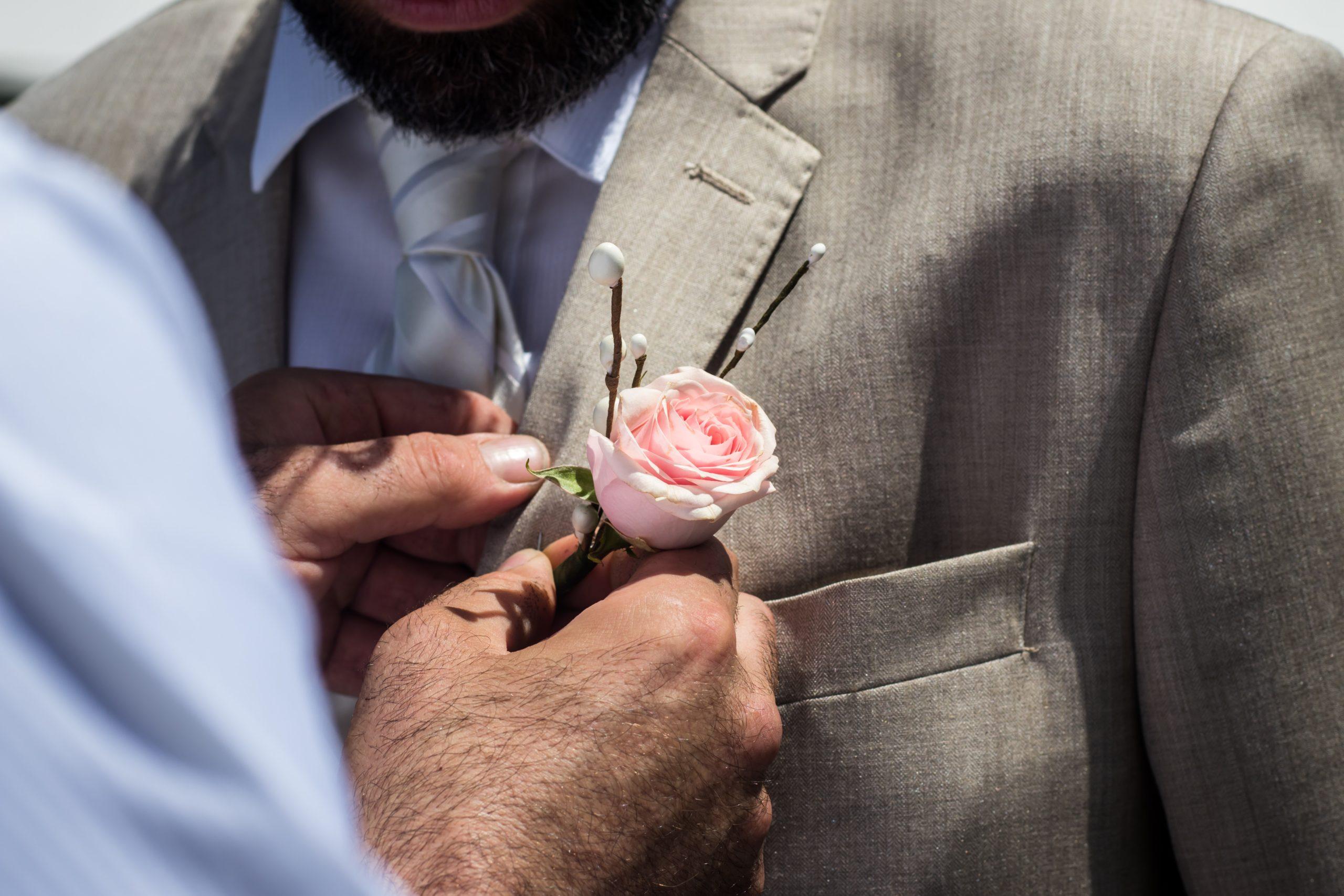 bestman-boutonniere-flower-groom-572614