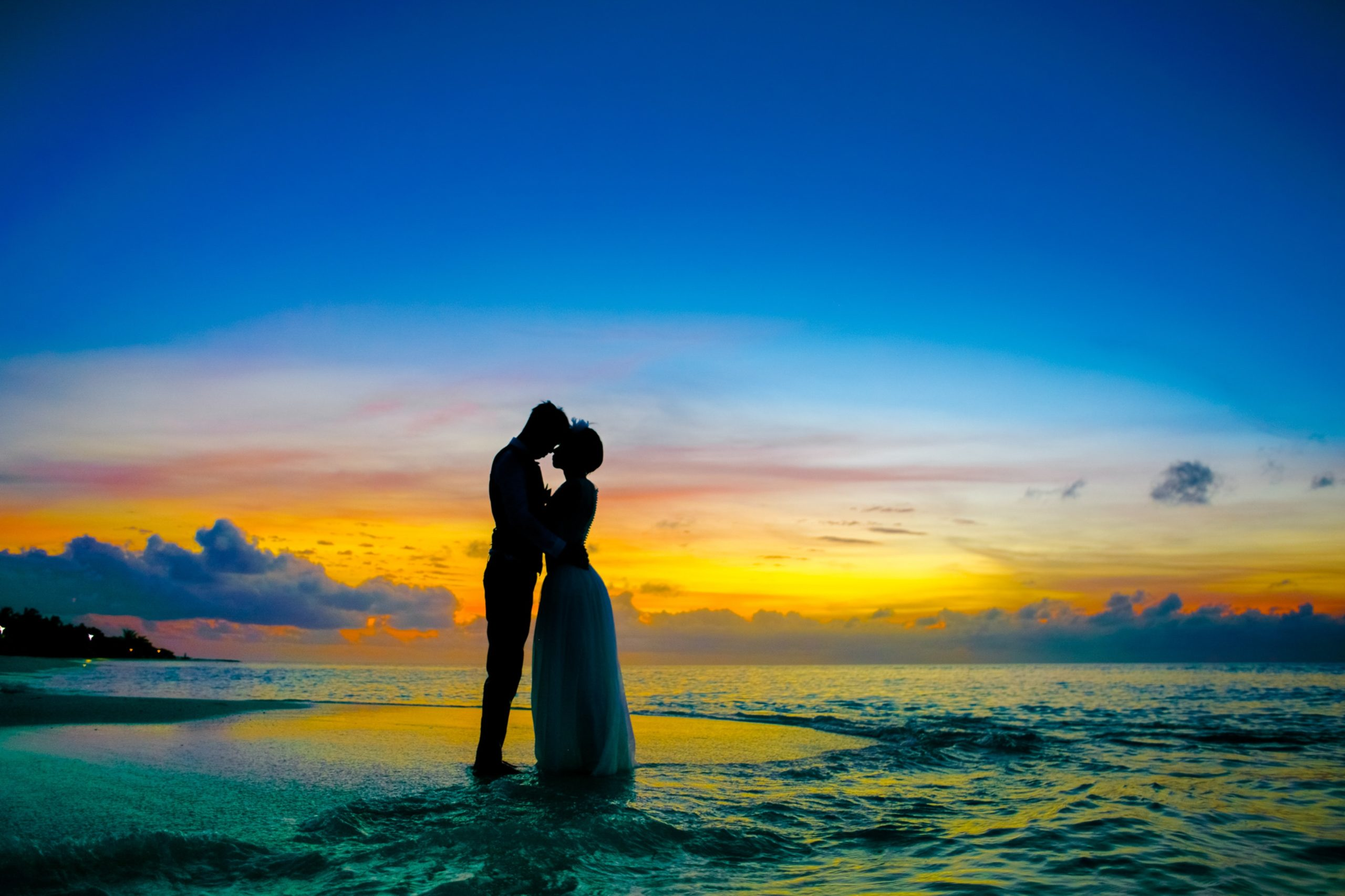 man-and-woman-standing-at-seashore-1024972